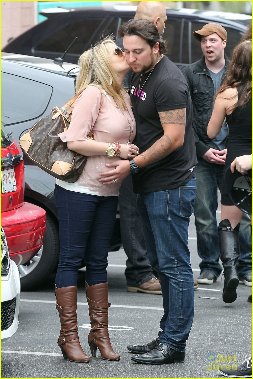 tiffany thornton chris carney kiss 03