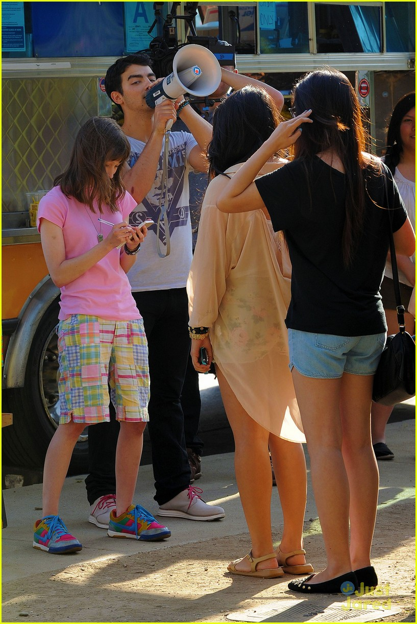 joe jonas meaghan martin food truck 18