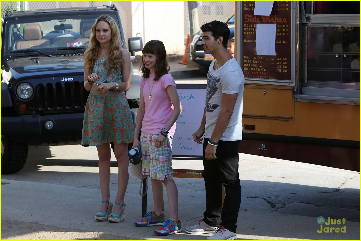 joe jonas meaghan martin food truck 21