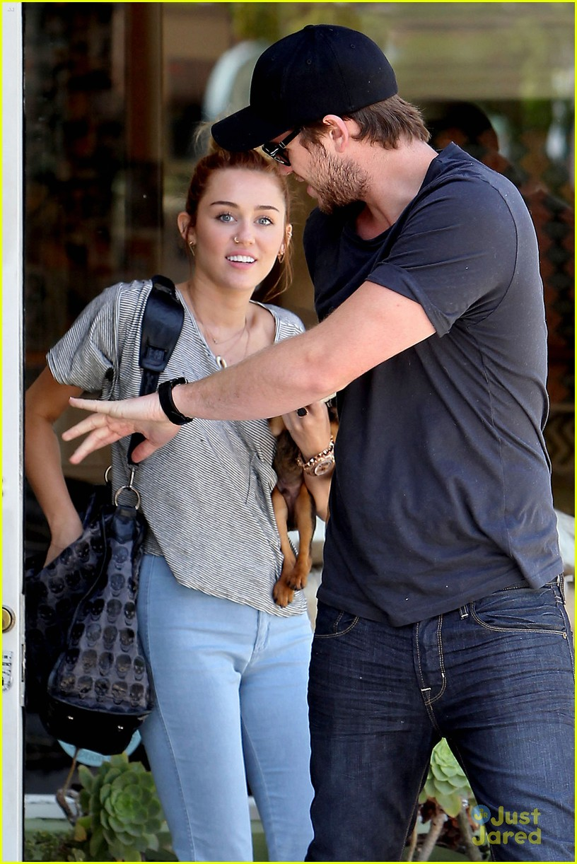 miley cyrus liam hemsworth happy 04