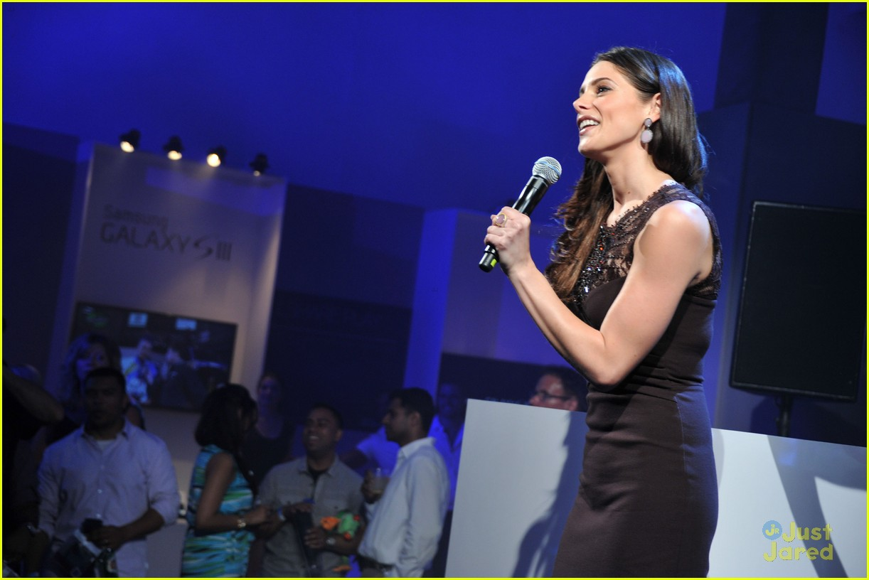 ashley greene samsung launch 02