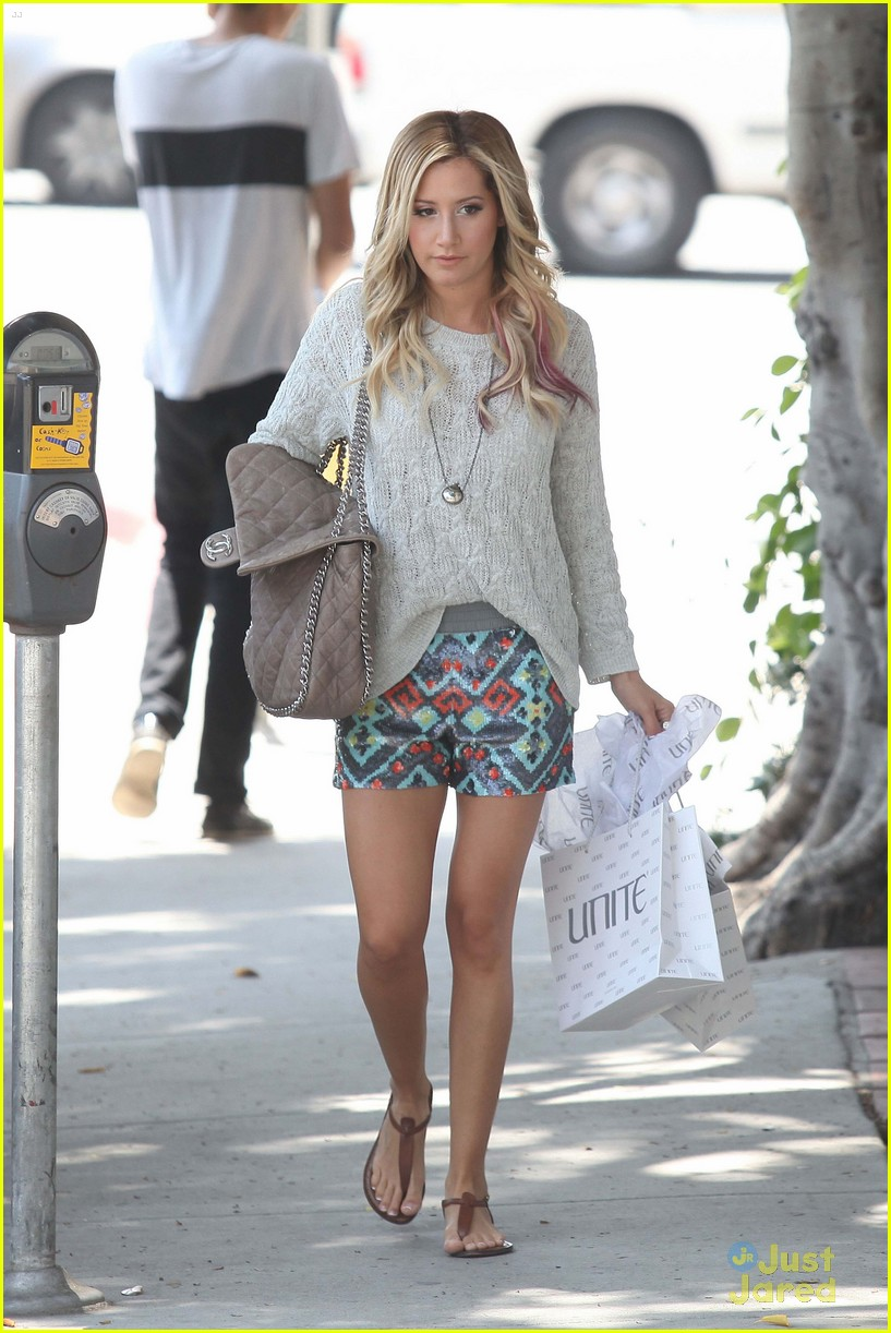 ashley tisdale unite shopper 01