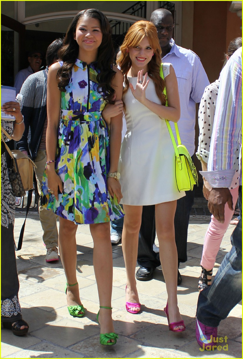 Bella Thorne & Zendaya: 'Extra!' at The Grove: Photo 481517