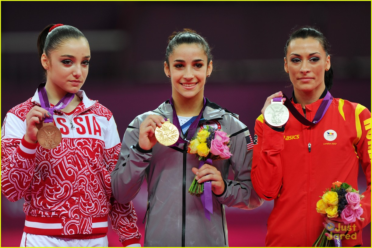 aly raisman gold floor olympics 01