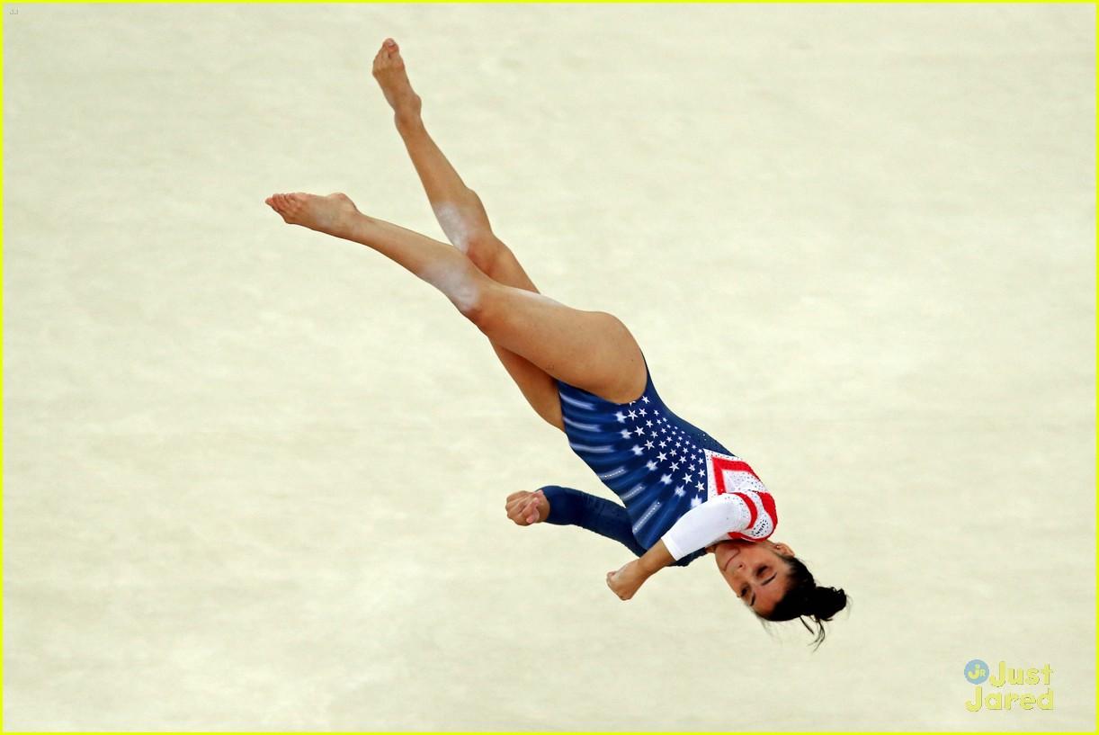 aly raisman gold floor olympics 03