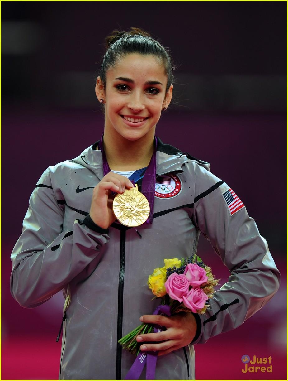 aly raisman gold floor olympics 06