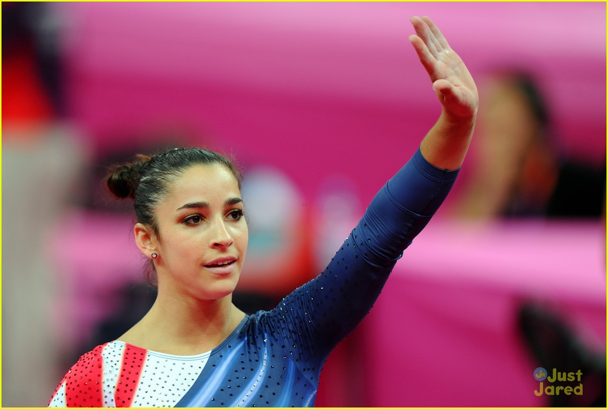 aly raisman gold floor olympics 18