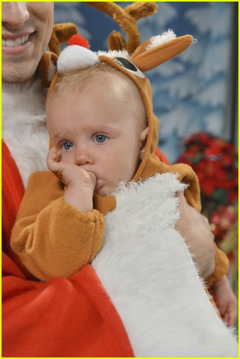 baby daddy christmas photo 04