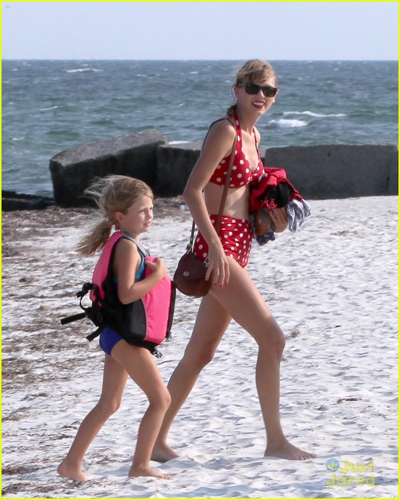 2111b3b419 Taylor Swift   Conor Kennedy  Cape Cod Beach Day!