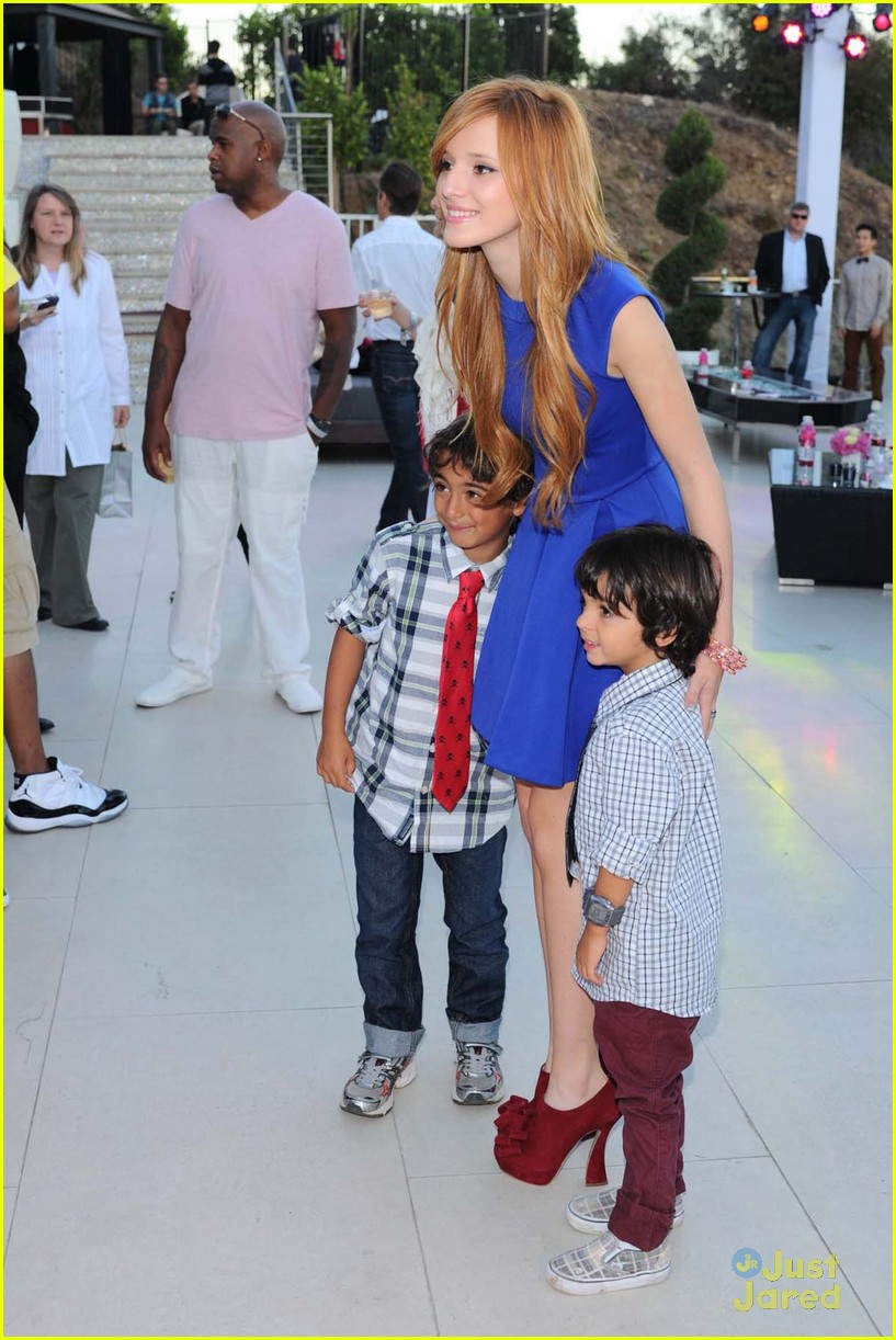 bella thorne kiss kingston 15