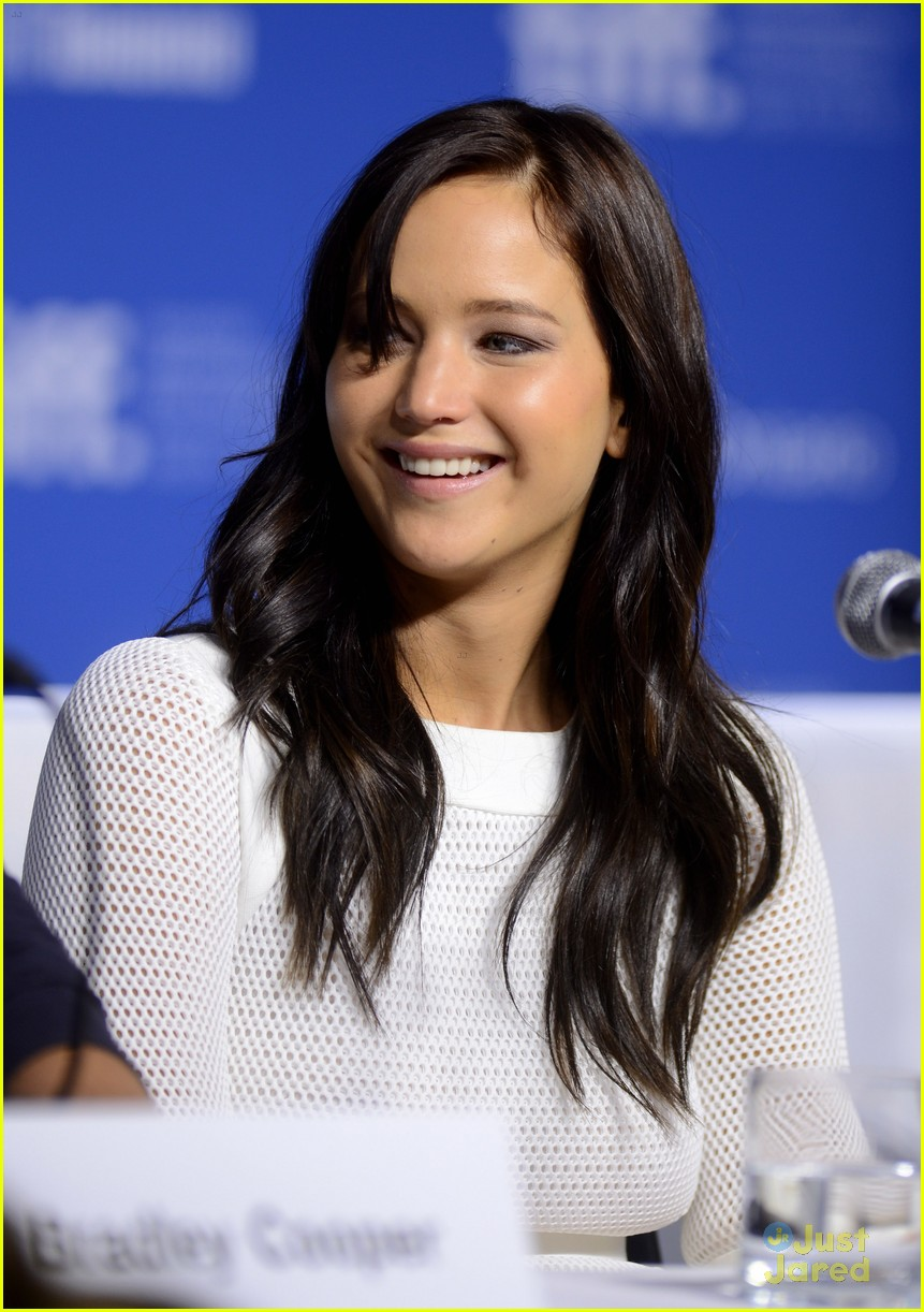 jennifer lawrence silver conf photo call 04