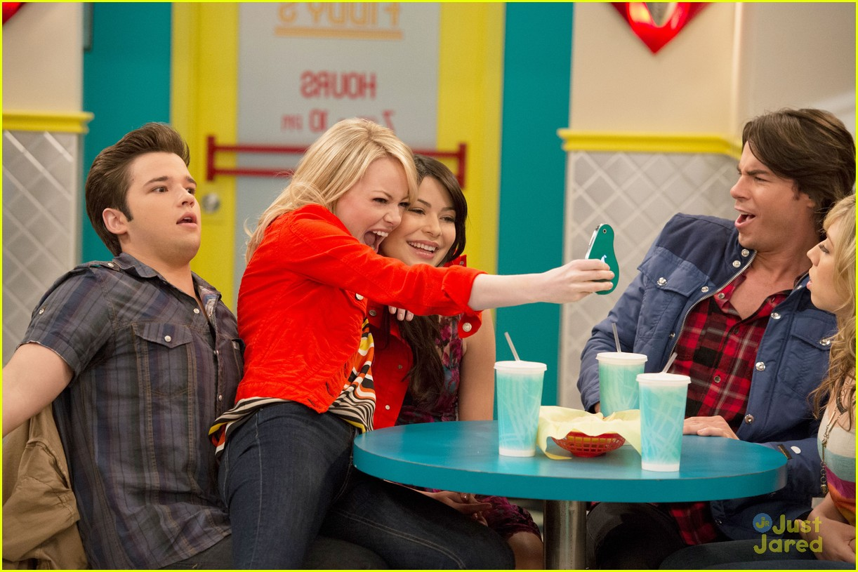 emma stone icarly first look 03
