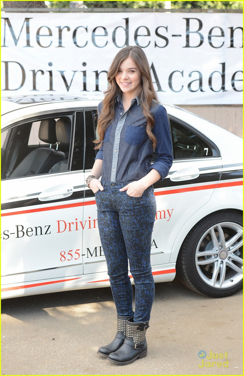 hailee steinfeld teen text safety 07