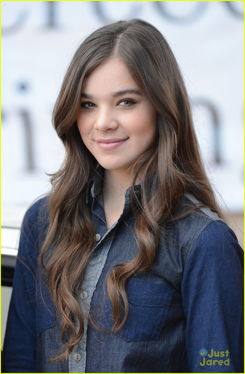 hailee steinfeld teen text safety 12