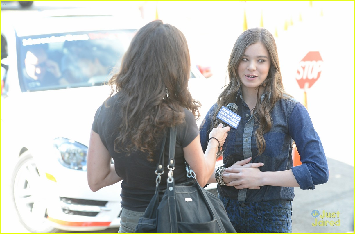 hailee steinfeld teen text safety 13