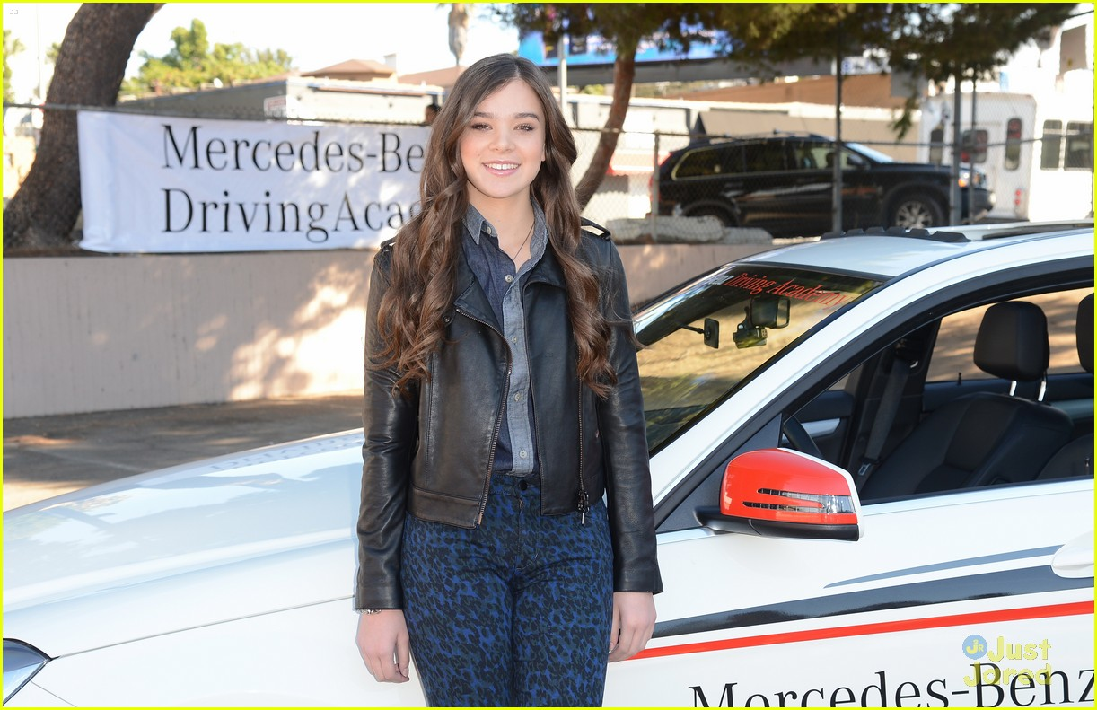 hailee steinfeld teen text safety 26