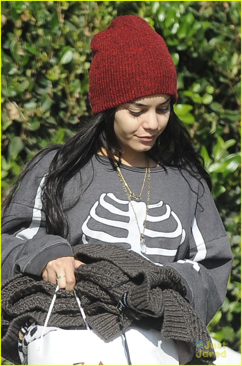 vanessa hudgens skeleton sweater halloween 07