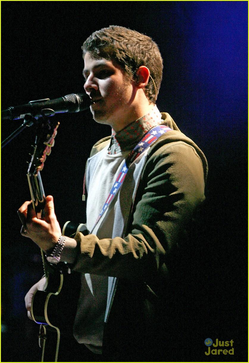 Wedding Bells Hollywood Life Jonas Brothers Debut New Songs At Radio City Music Hall 03