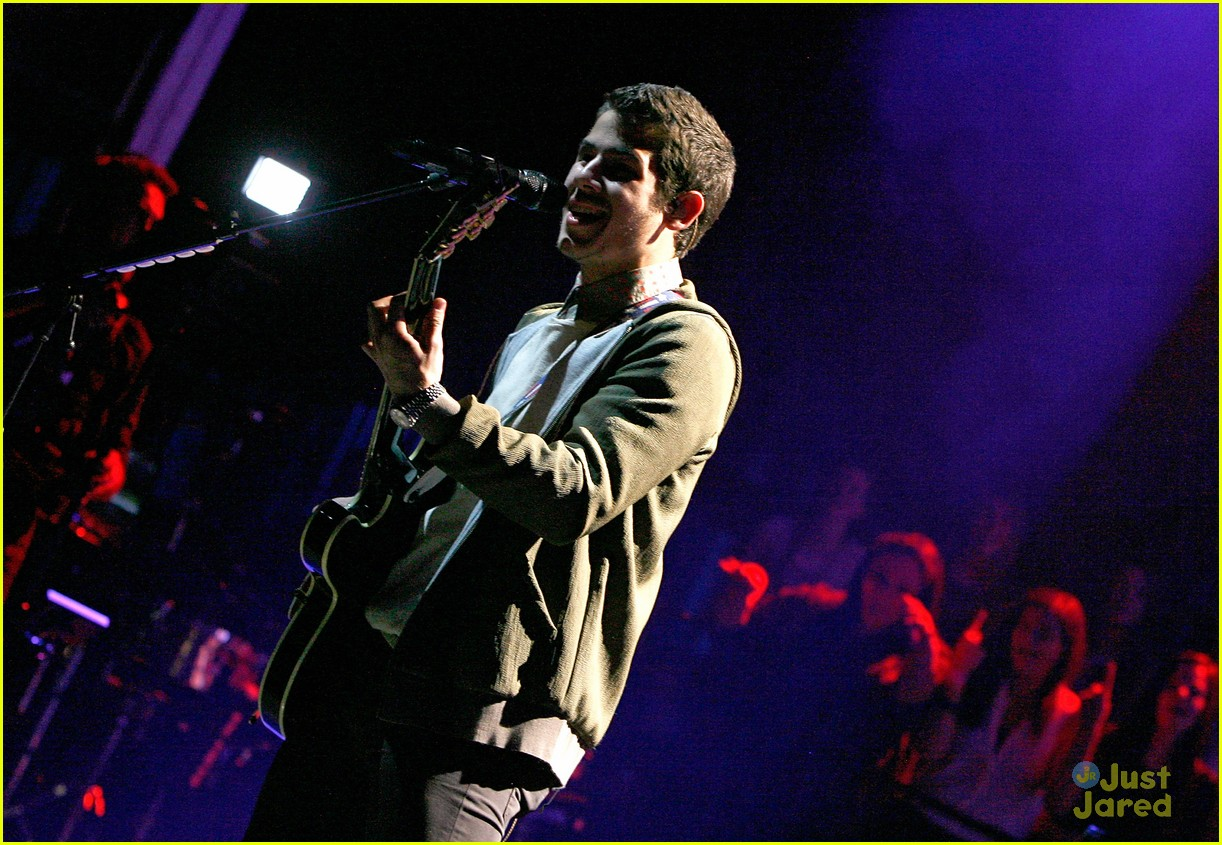 jonas brothers debut new songs at radio city music hall 26