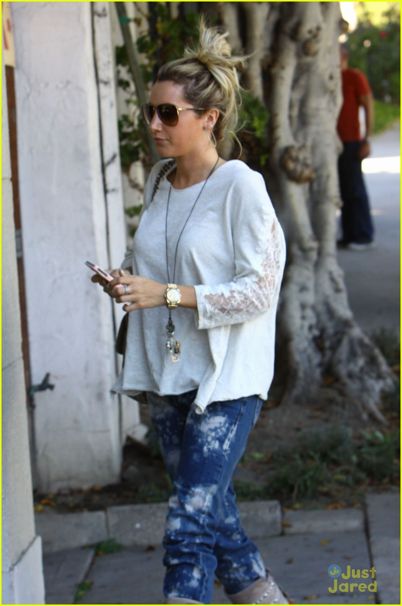 ashley tisdale salon stop 04