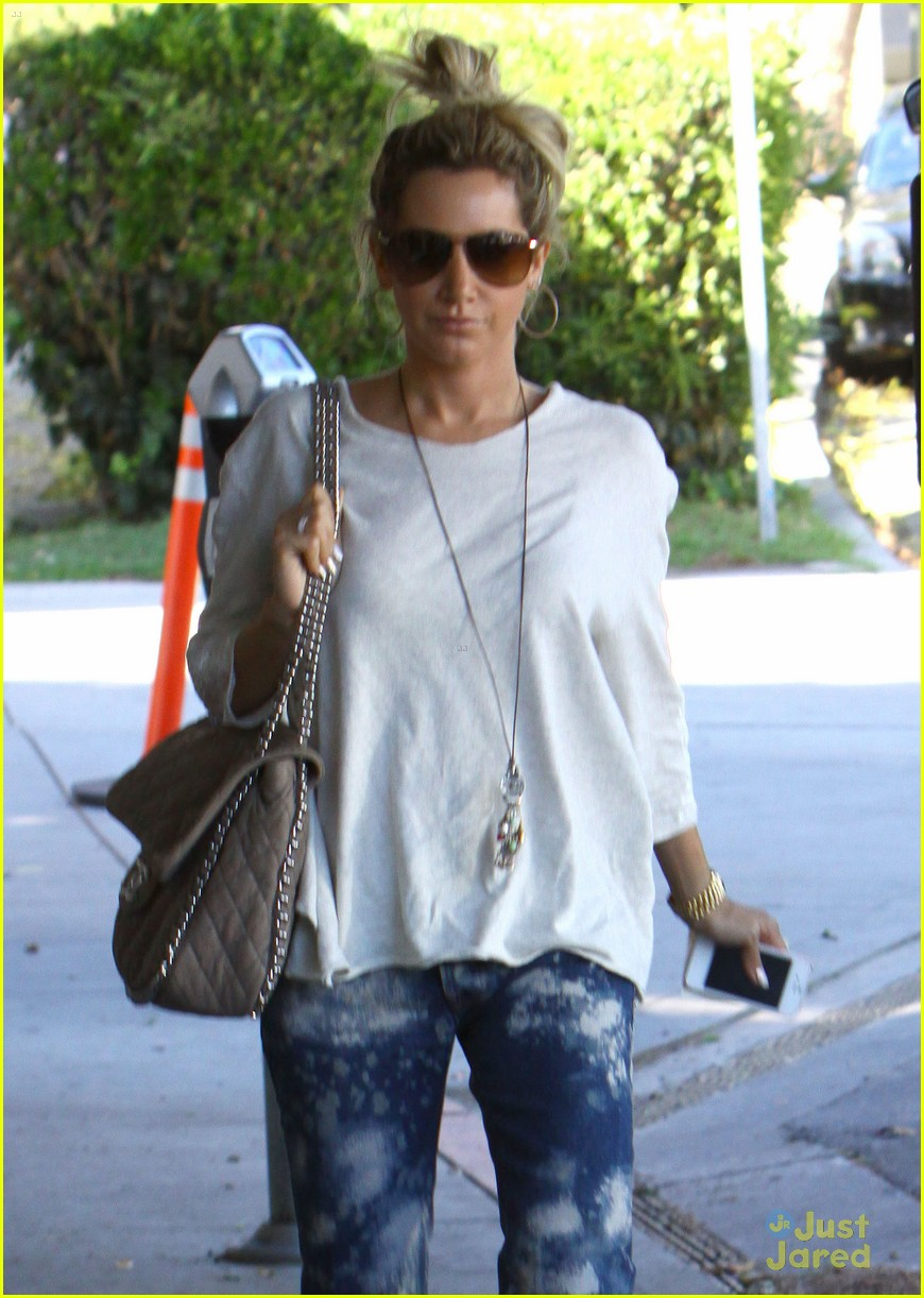 ashley tisdale salon stop 08