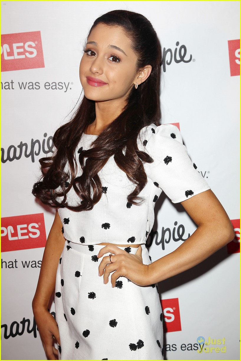 ariana grande sharpie 1d contest launch 06