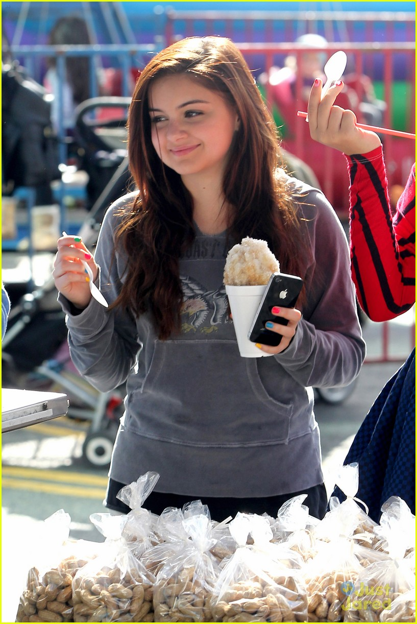 ariel winter farmers market 03