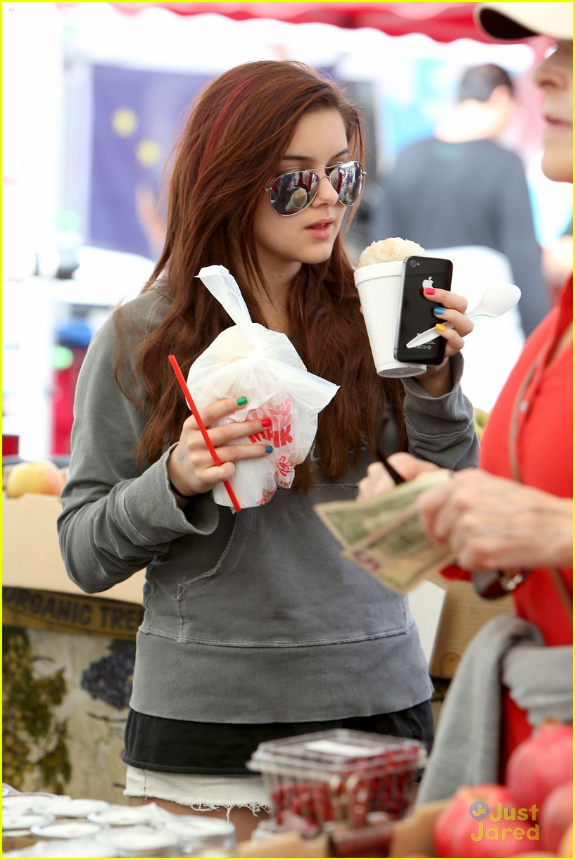 ariel winter farmers market 15