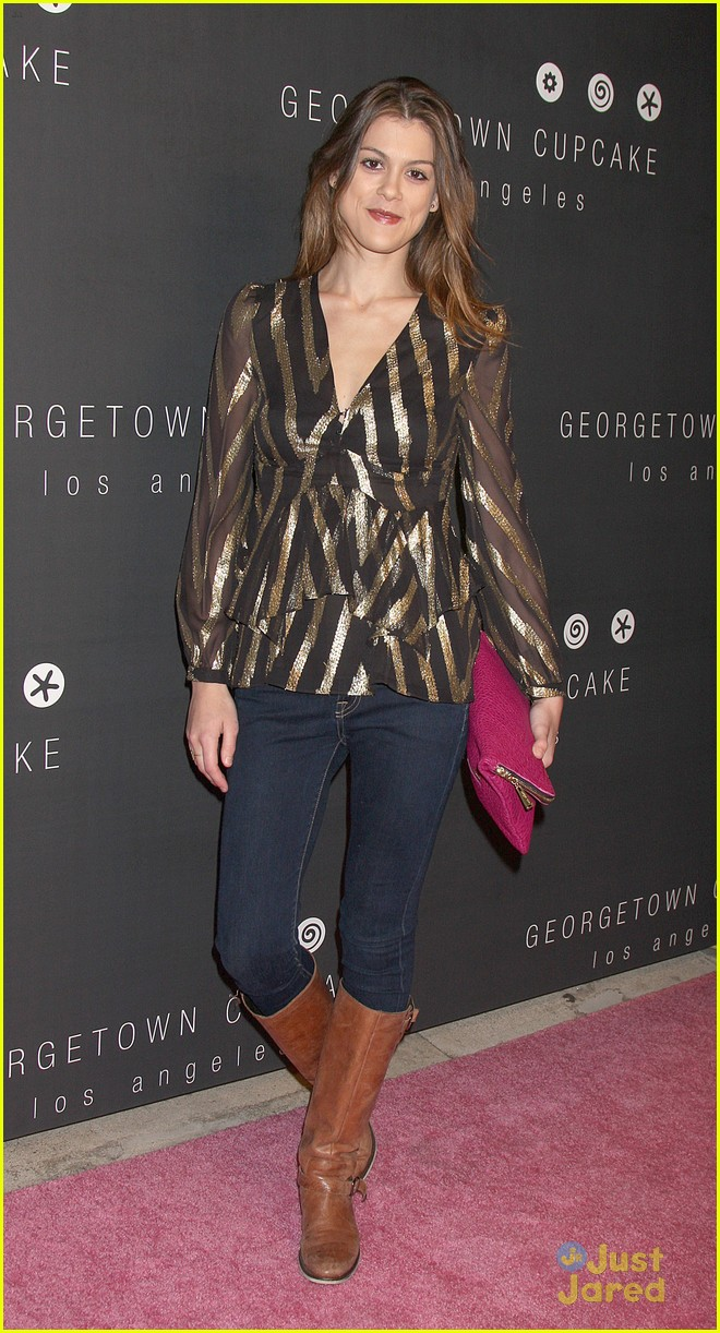 alexandra chando lindsey shaw georgetown cupcakes 02