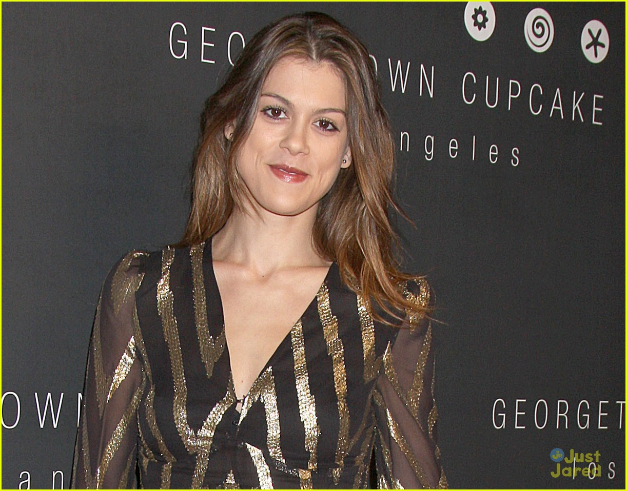 alexandra chando lindsey shaw georgetown cupcakes 05