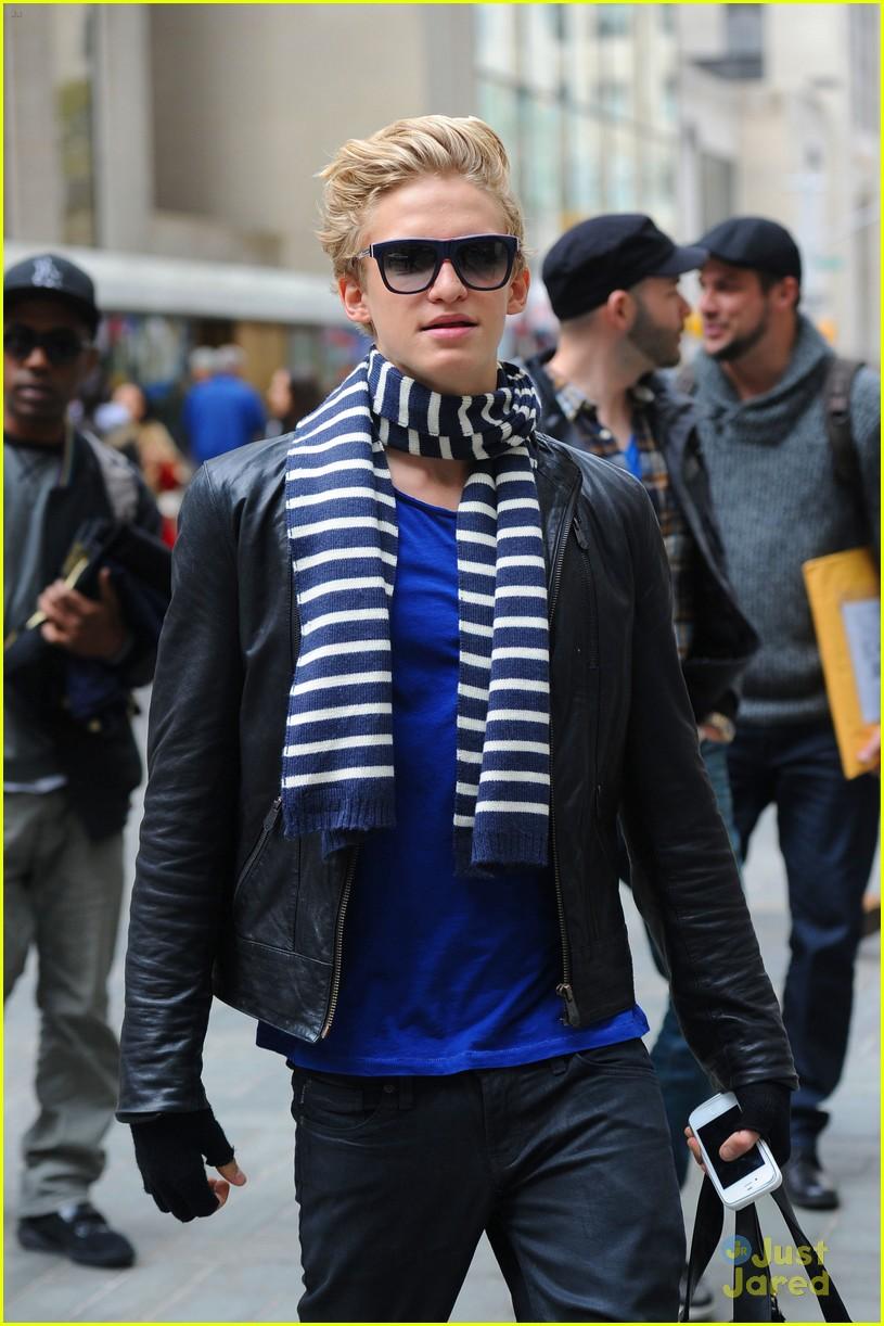 cody simpson striped scarf 04