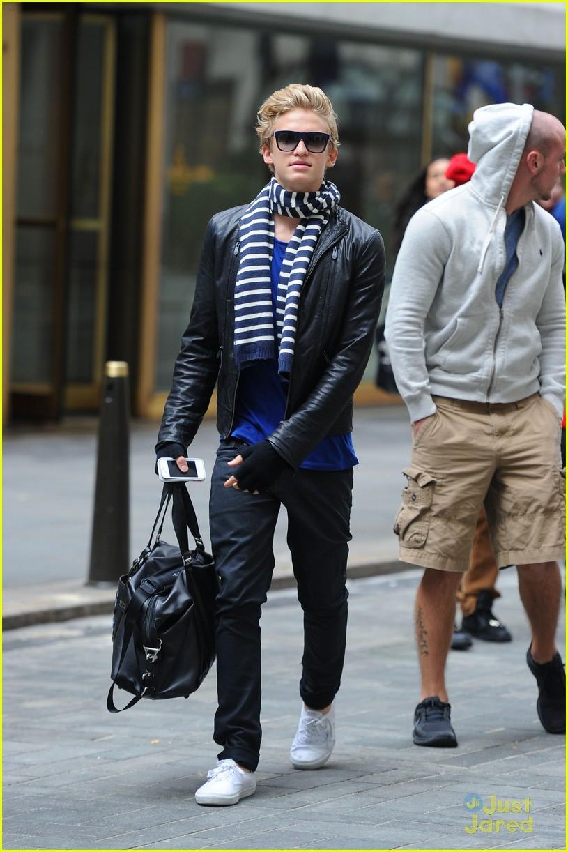 cody simpson striped scarf 07