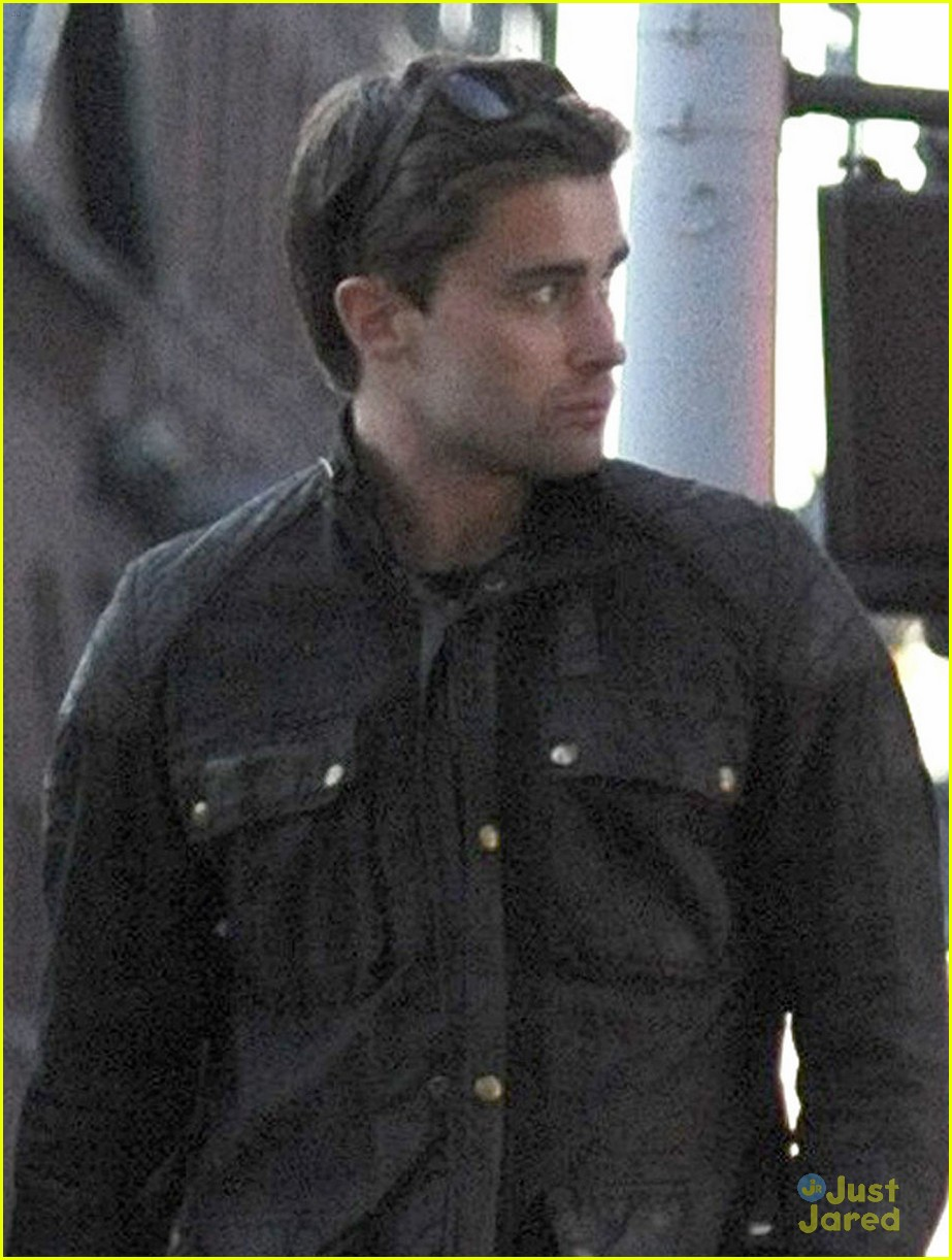 dianna agron christian cooke holding hands in nyc 02