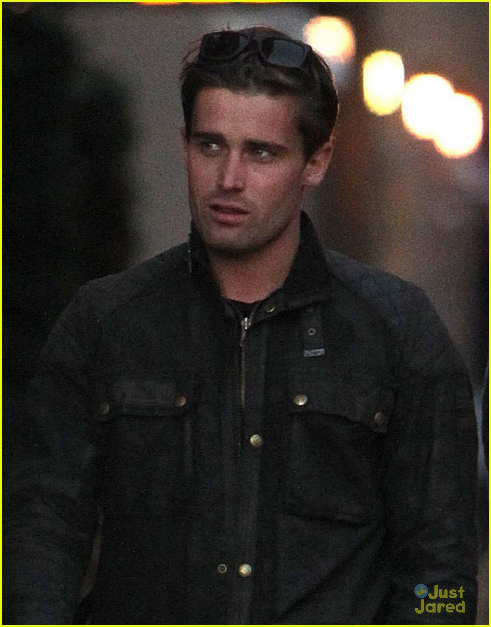 dianna agron christian cooke holding hands in nyc 04