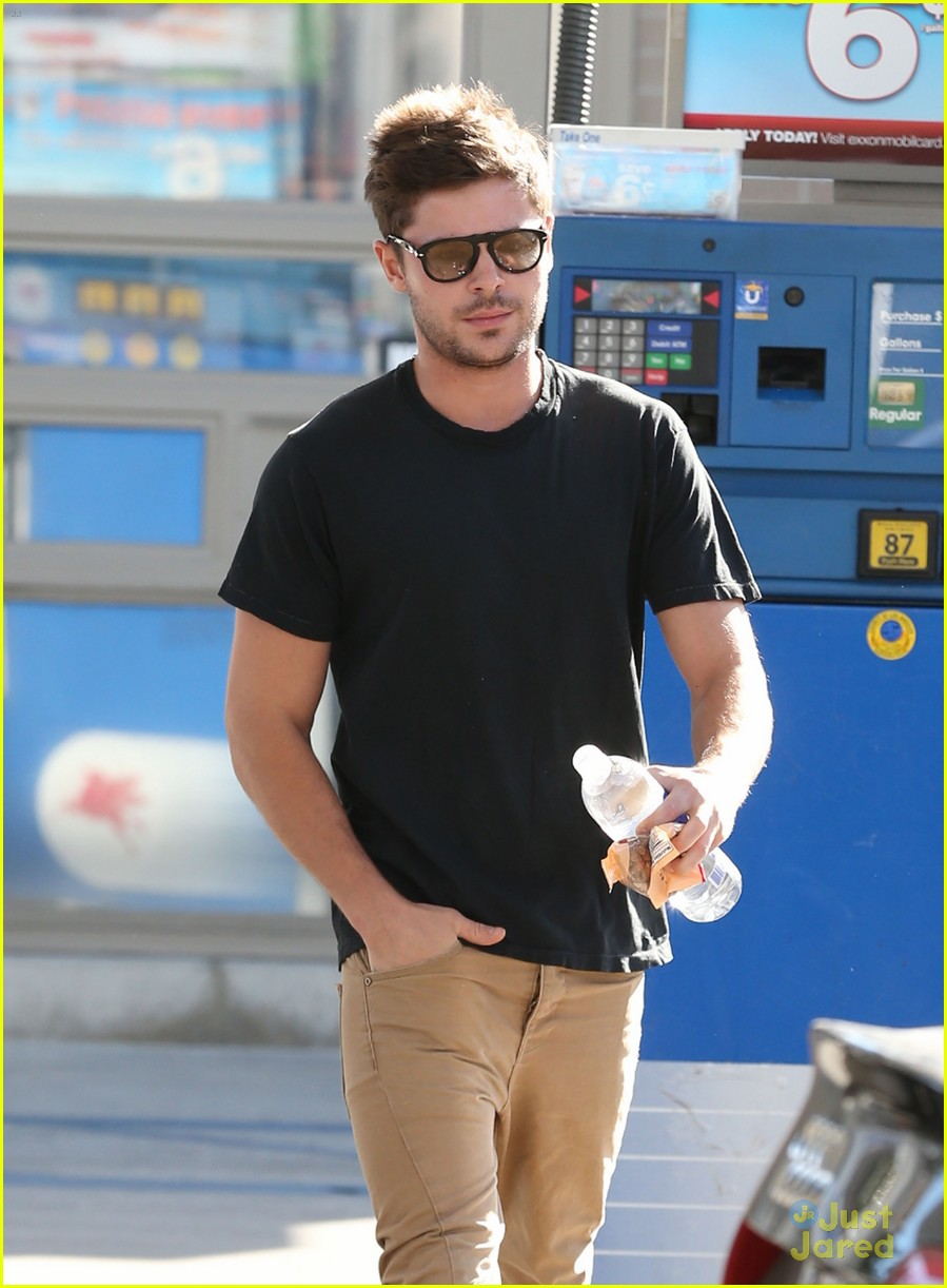 zac efron gas station stop 05