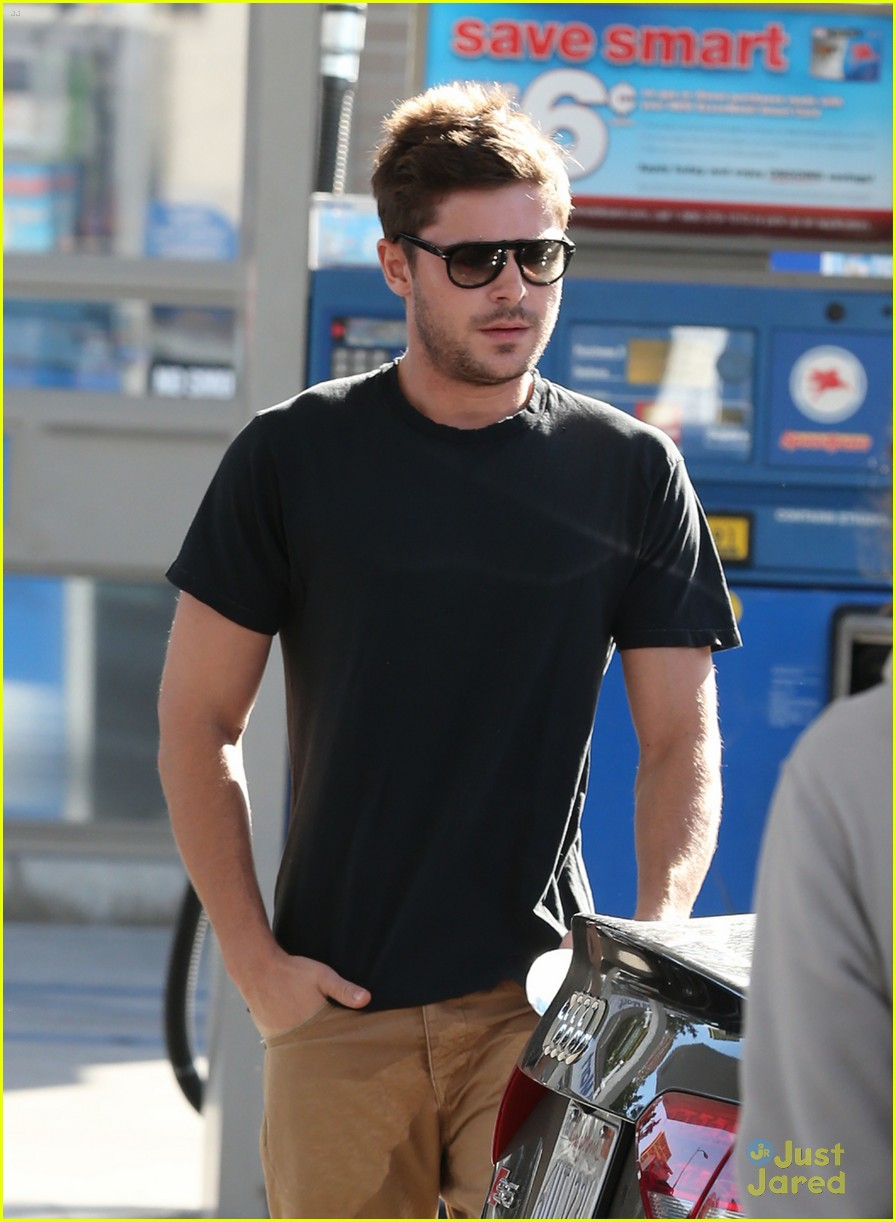 zac efron gas station stop 08