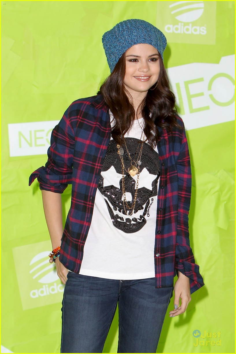 selena gomez adidas neo photo call 04