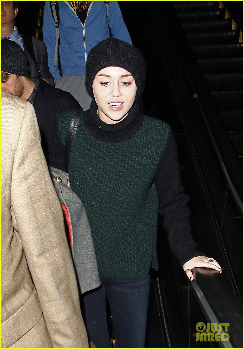 liam hemsworth picks miley cyrus up from lax 04