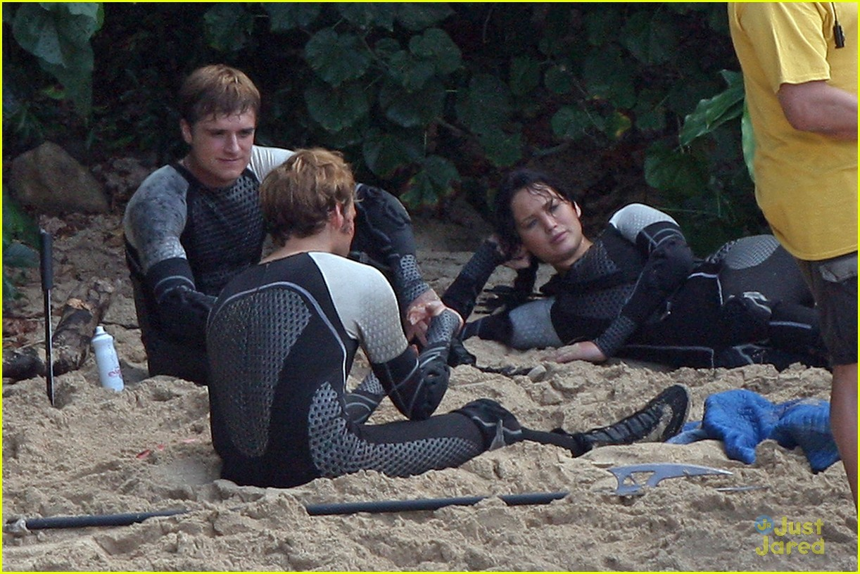 jennifer lawrence thg beach 03