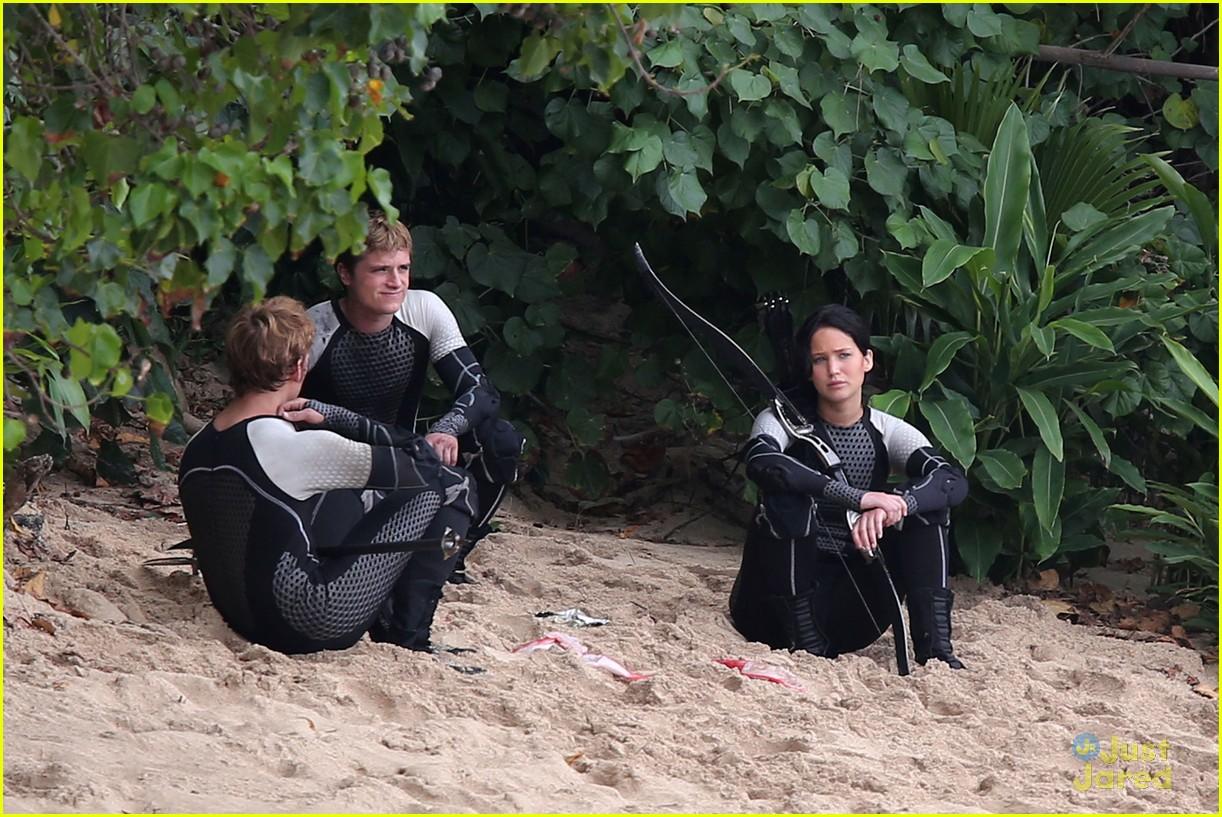 jennifer lawrence thg beach 12