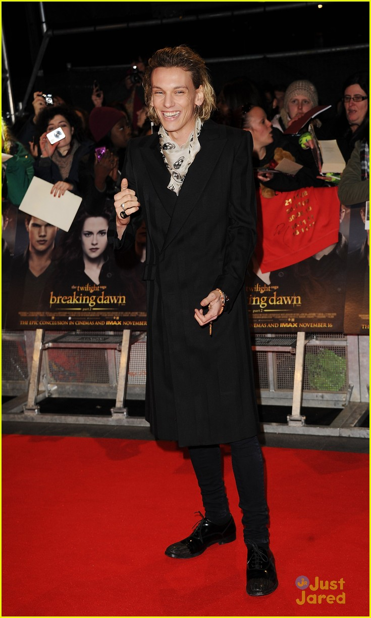 jamie campbell bower ella henderson twilight uk 05