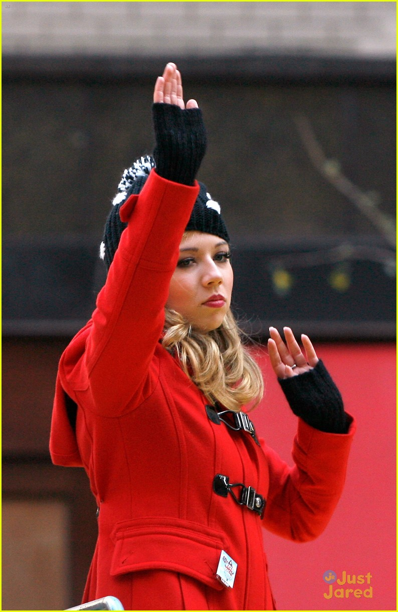 jennette mccurdy thanksgiving parade 03