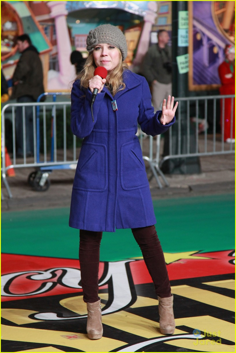 jennette mccurdy parade rehearsal 04