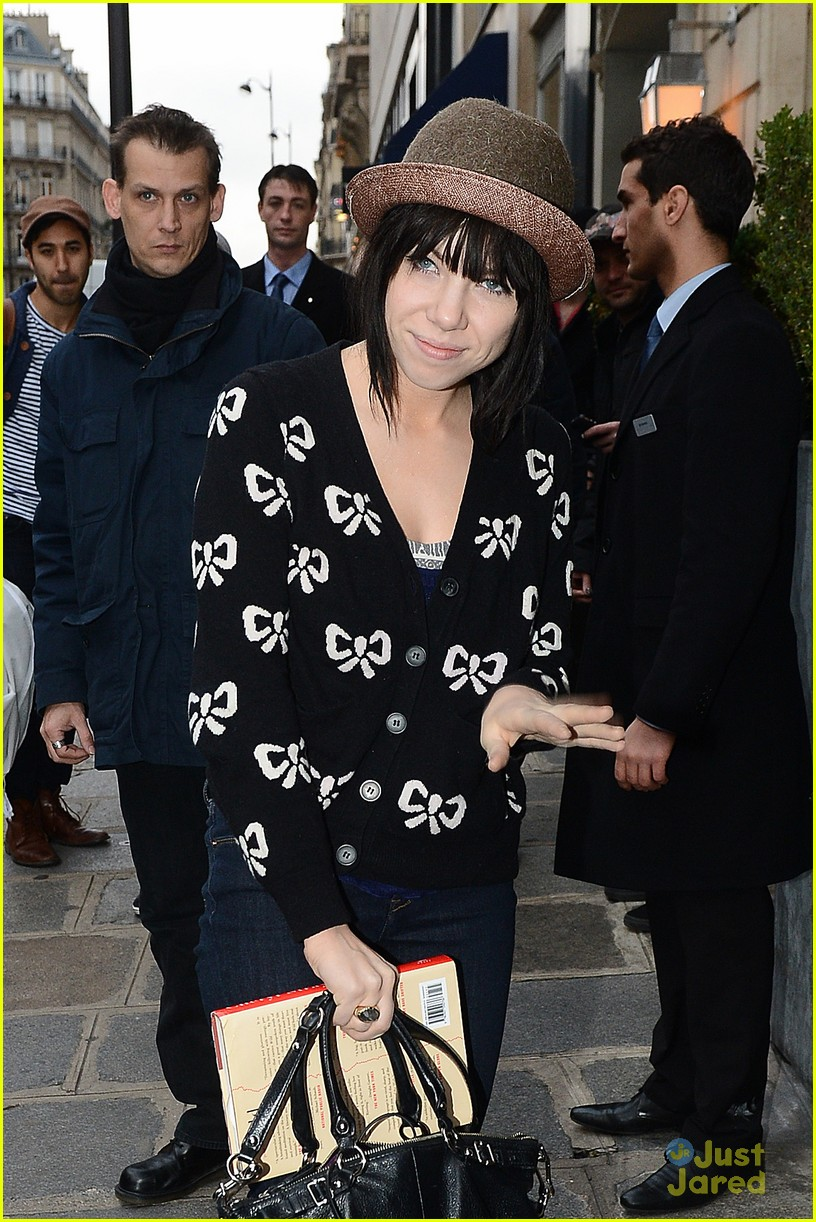 carly rae jepsen bows paris 13