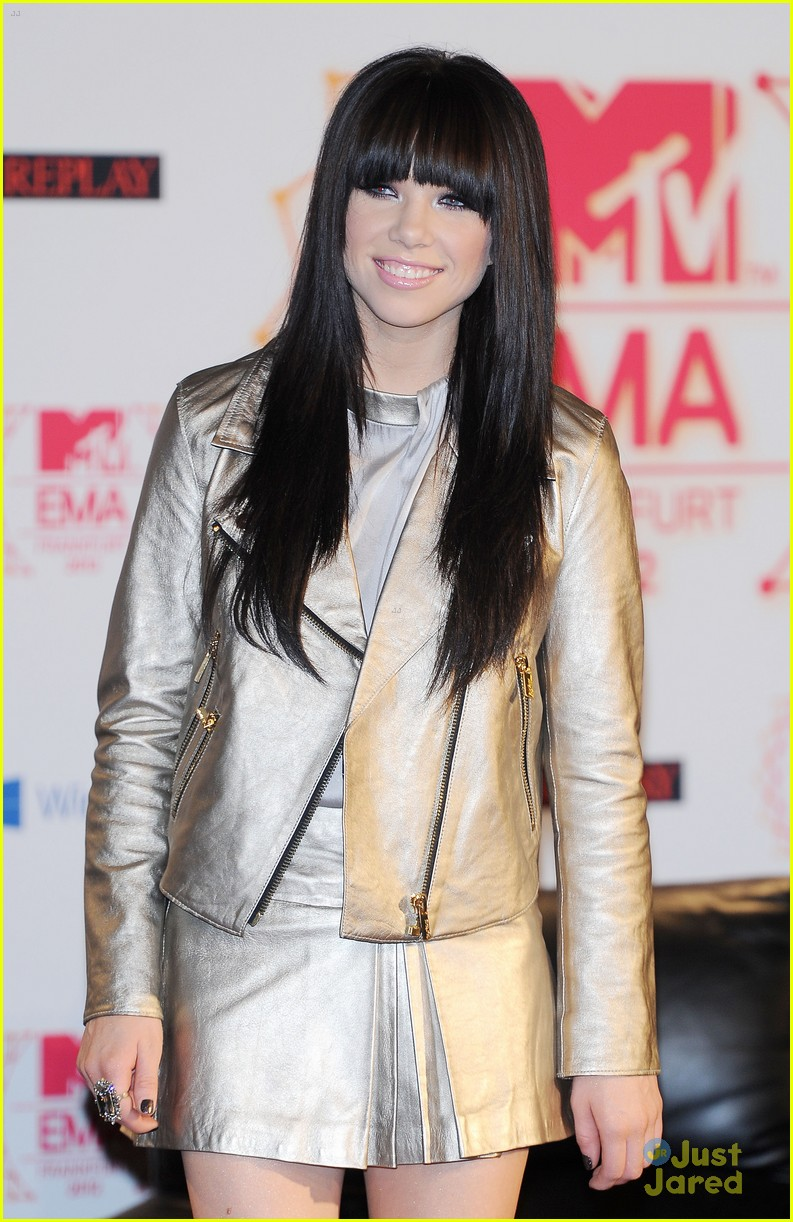 carly rae jepsen ema conference 04