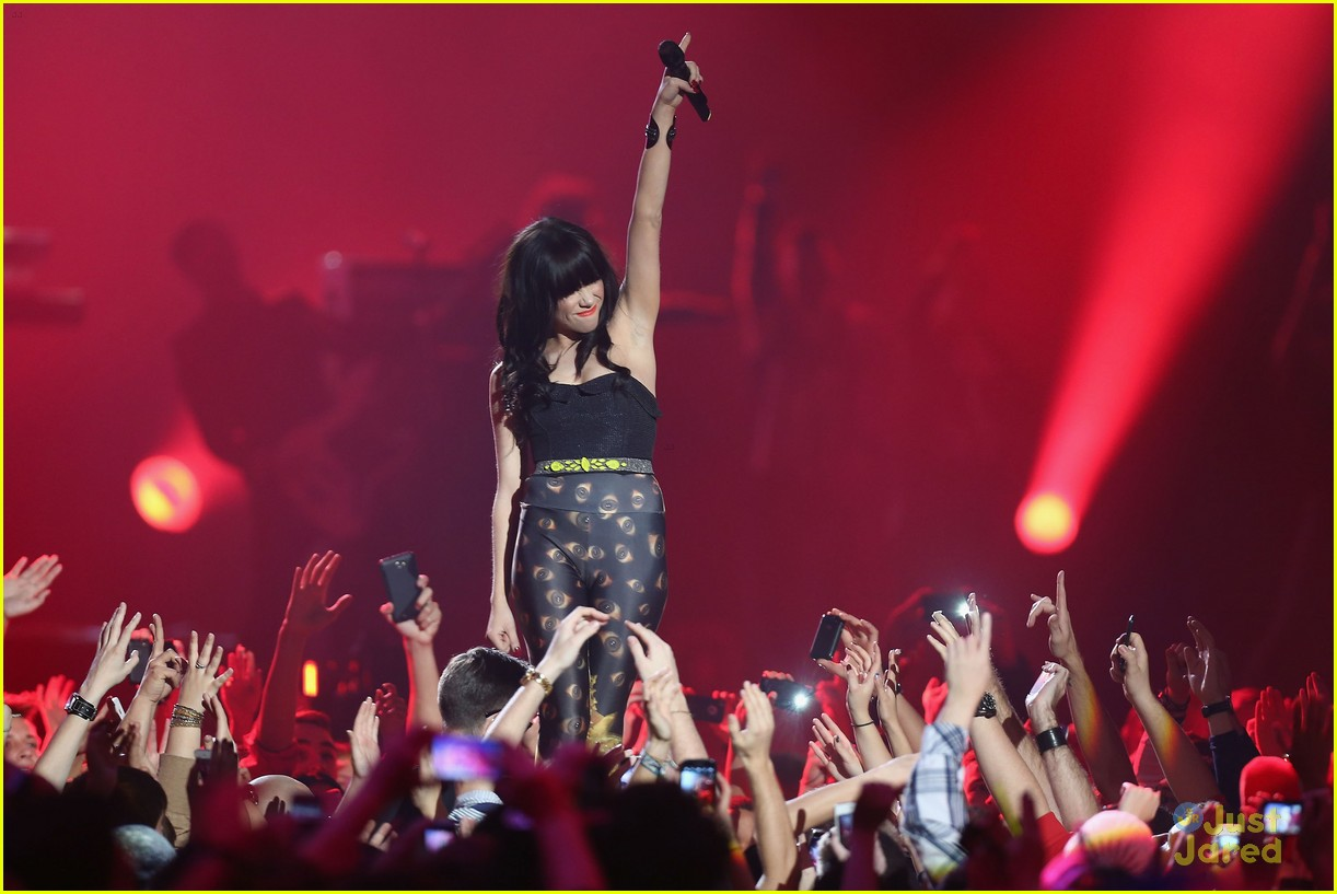 carly rae jepsen mtv emas 05
