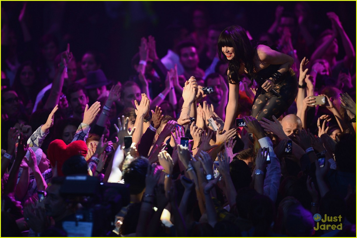 carly rae jepsen mtv emas 14