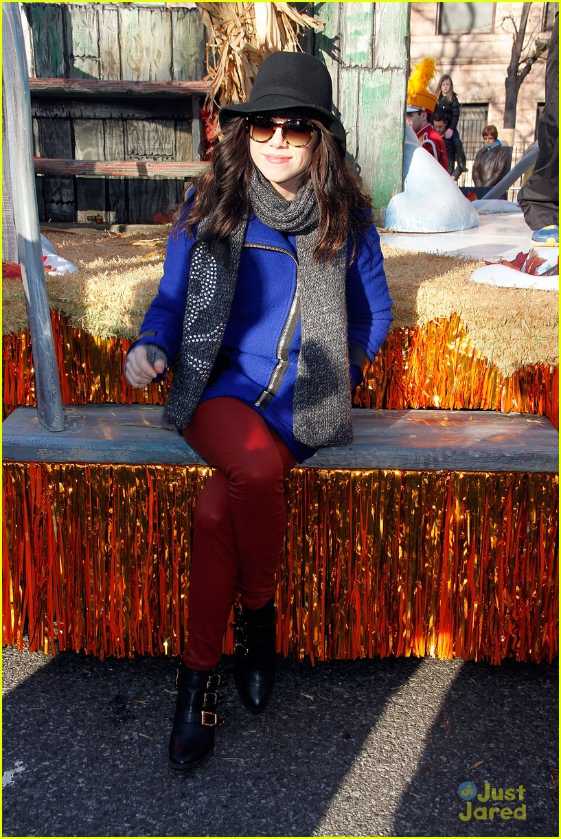 carly rae jepsen thanksgiving parade 07