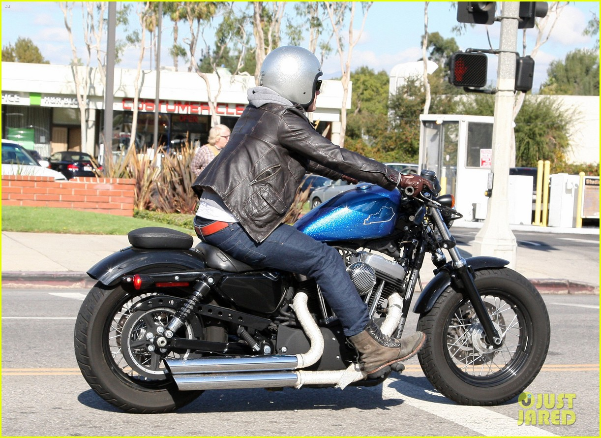 josh hutcherson motorcycle ride 07