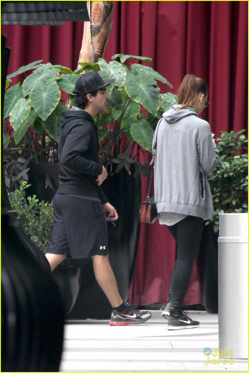 joe jonas w hotel lunch date 01